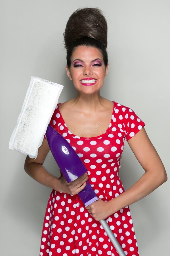 Ретро женщина чистки стоковая фотография rf