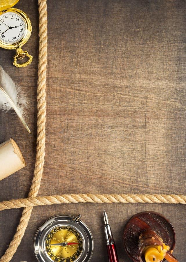 Ретро идея проекта на деревянной предпосылке стоковые изображения