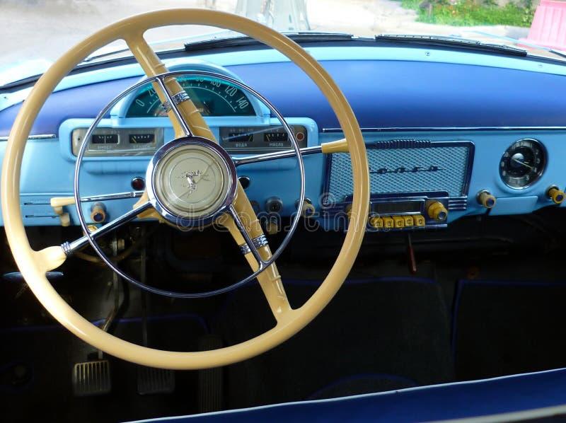 Ретро интерьер автомобиля Волга СССР винтажного изготовленной в 1956 стоковая фотография rf