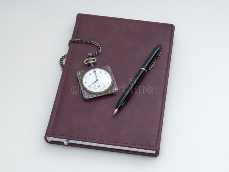 Download Ретро карманный вахта, дневник и ручка Стоковое Фото - изображение насчитывающей время, организуйте: 37926112