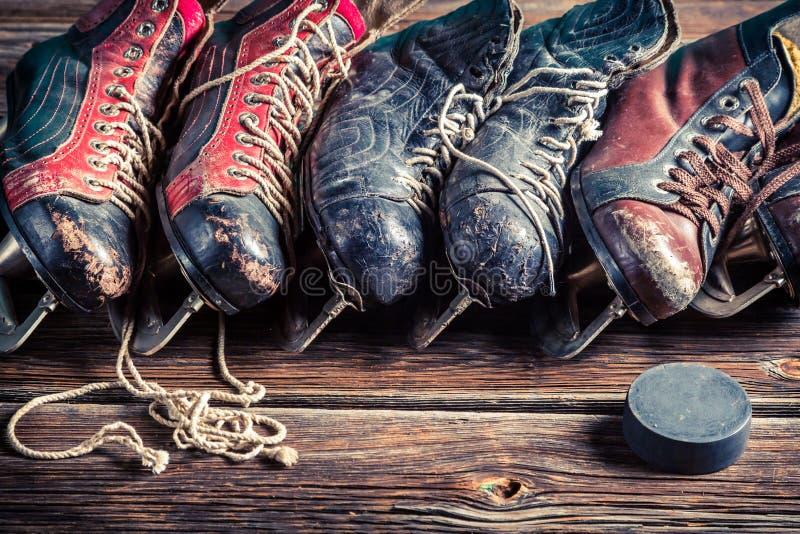 Ретро коньки хоккея стоковые фотографии rf