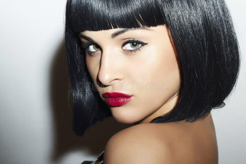 Ретро красивая девушка брюнет Woman.bob Haircut.red lips.beauty стоковое фото rf