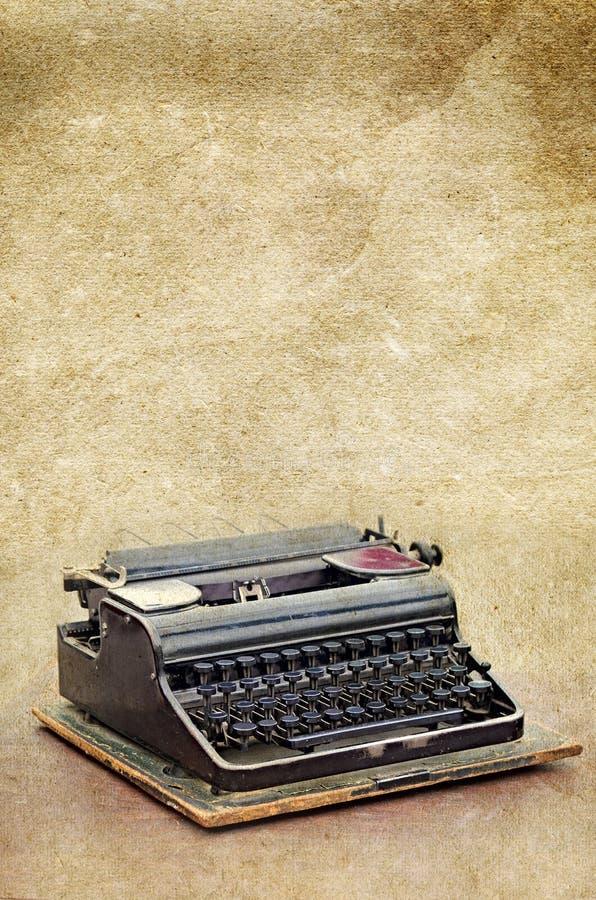 Ретро машинка на старом годе сбора винограда текстурировала бумажную предпосылку стоковая фотография rf