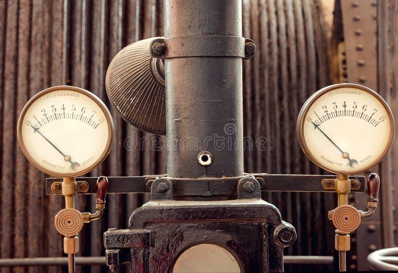 Ретро промышленное измерение давления стоковые фотографии rf