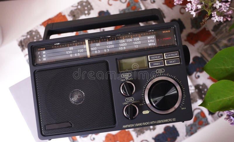 Ретро радио стиля для прием радио FM и до полудня Смогите также слушать файлы MP3 o стоковое фото