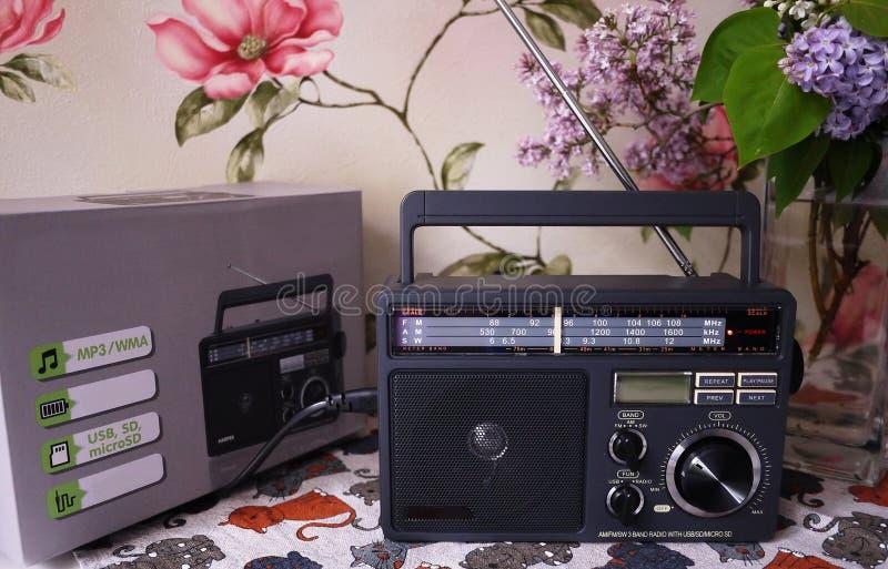 Ретро радио стиля для прием радио FM и до полудня Смогите также слушать файлы MP3 o стоковые фото