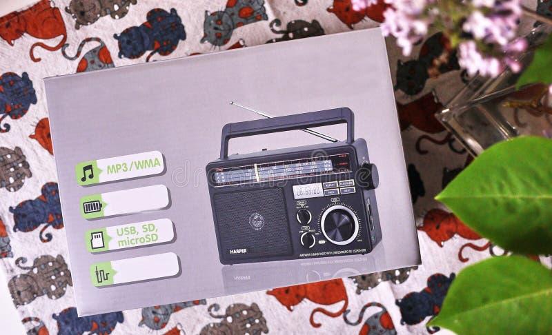 Ретро радио стиля для прием радио FM и до полудня Смогите также слушать файлы MP3 o стоковое изображение rf