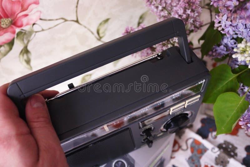 Ретро радио стиля для прием радио FM и до полудня Смогите также слушать файлы MP3 o стоковые фотографии rf