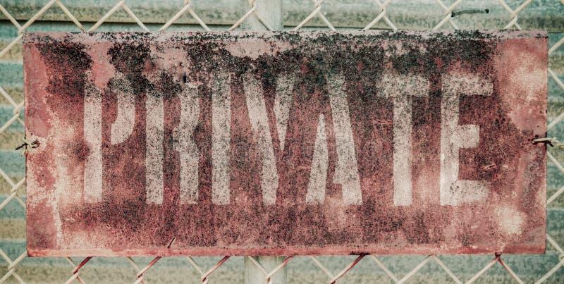 Ретро ржавый частный знак стоковое изображение