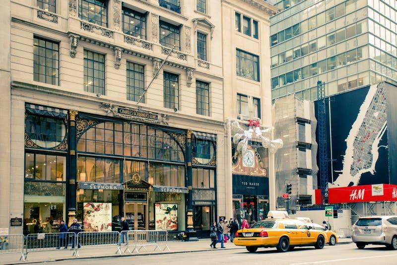 Ретро стиль пятый Ave NYC стоковые фотографии rf
