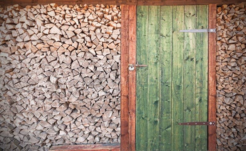Ретро фото старой деревенской деревянной двери с швырком стоковое изображение