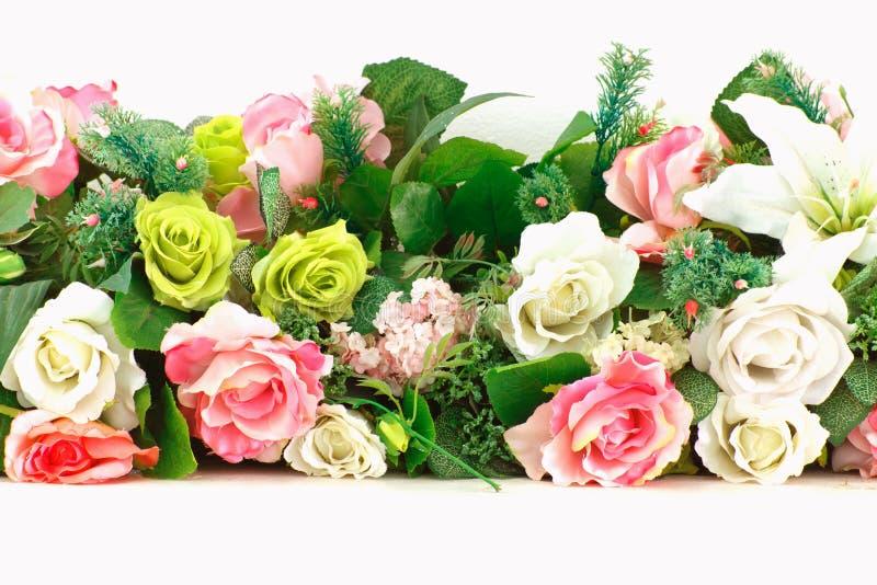 Ретро яркие и красивые цветы цветков пластмассы розовых стоковая фотография