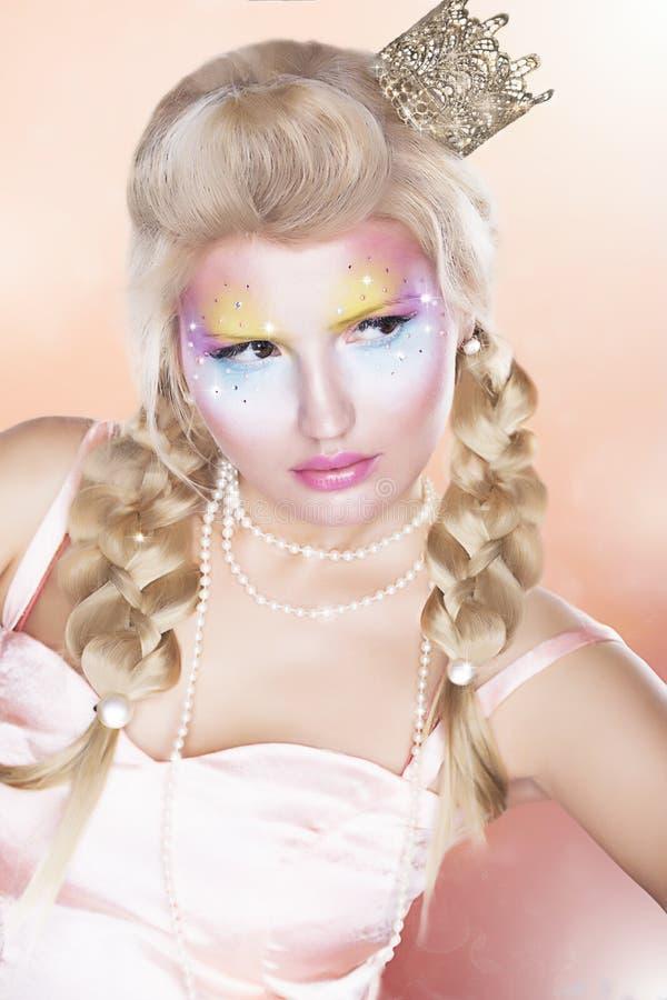 Ретро Princess - крона золота - белокурые волосы оплетки стоковые изображения