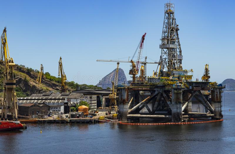 Реформирование башни масла Порт города Niteroi, государства Рио-де-Жанейро Бразилии стоковое фото