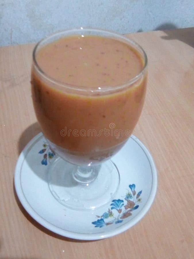 Рецепты milkshake Яблока, яблочный сок стоковые фото