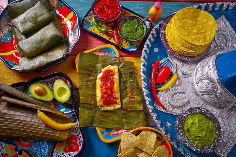 Рецепт еды тамале мексиканский с листьями банана стоковые изображения rf