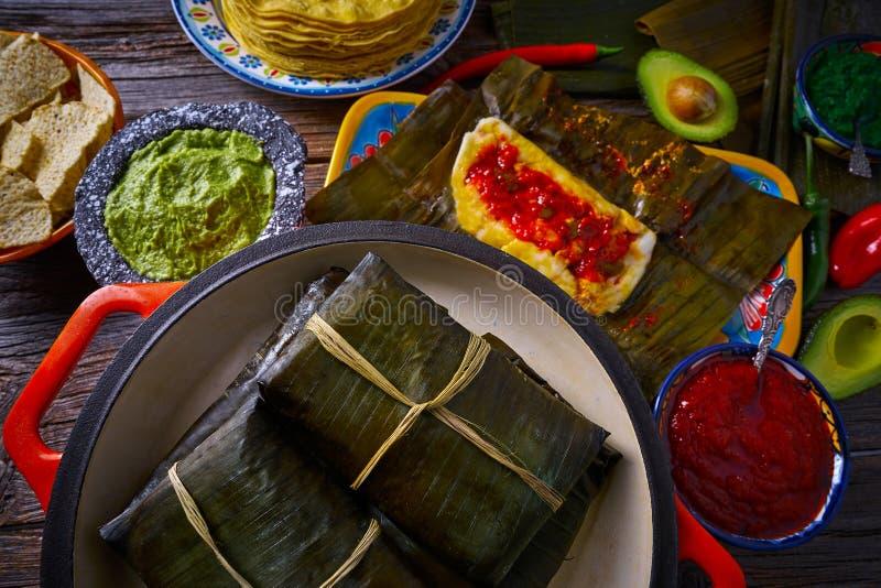 Рецепт тамале мексиканский с листьями банана стоковое изображение