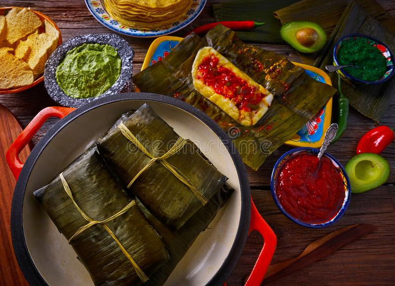 Рецепт тамале мексиканский с листьями банана стоковые изображения rf