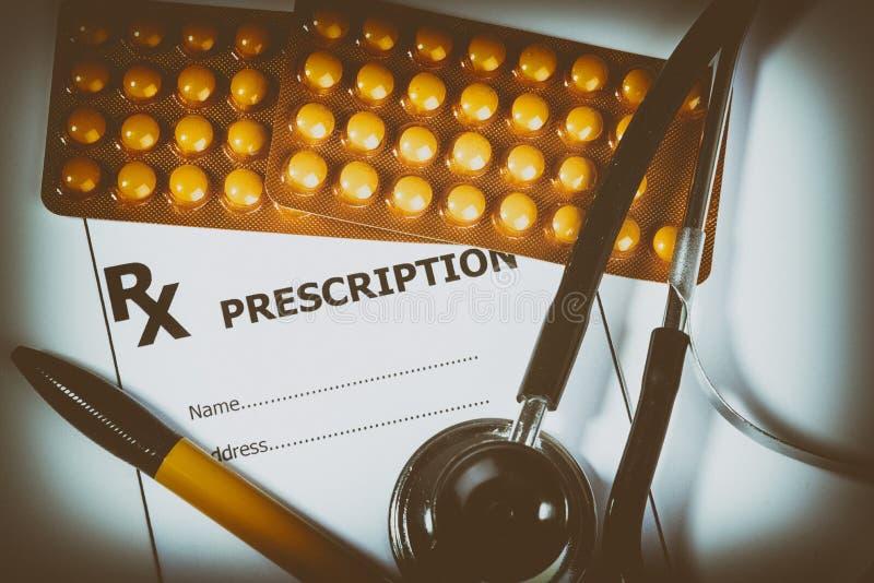 Рецепт для лекарств против заболеваний стоковая фотография rf