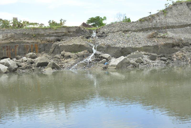 Речной берег реки Tologan Bulatukan, Padada, Davao del Sur, Филиппин стоковое изображение rf