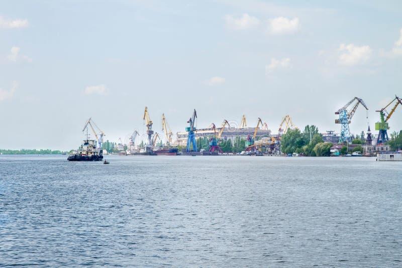 Речной порт с кранами стоковое фото