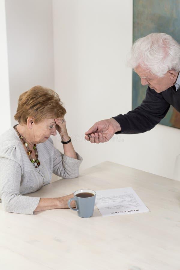 Решать divorce стоковое изображение rf