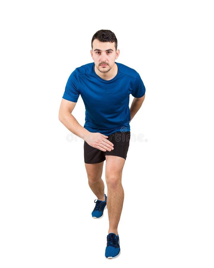 Решительное кавказское положение бегуна человека в идущем положении смотря вперед уверенный Спринтер Гай нося черный и голубой сп стоковое фото