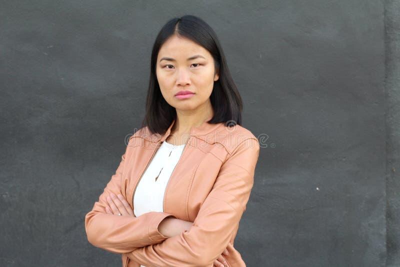 Решительно смотря азиатская работница стоковое изображение