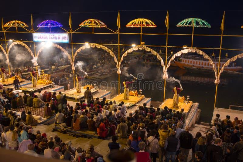 Религиозная церемония на Варанаси стоковая фотография