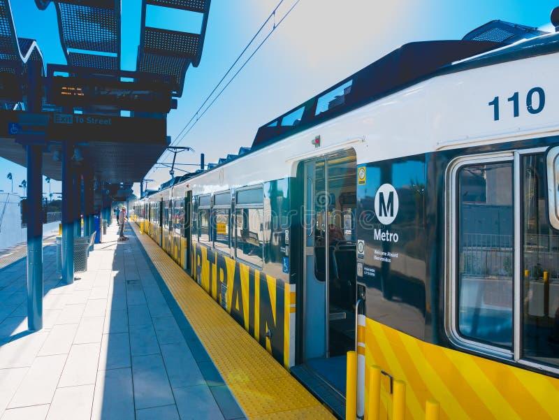 Рельс метро светлый на городской платформе Санта-Моника стоковое фото rf