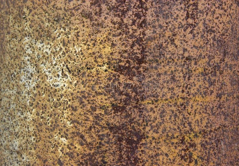 Ржавая предпосылка металла в естественном свете стоковые фотографии rf