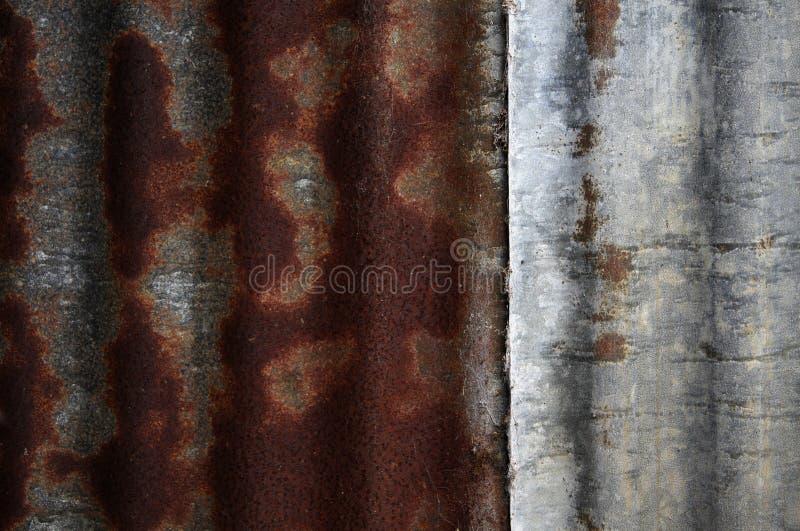 Ржавая текстура волнистого железа стоковая фотография rf