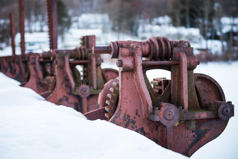Ржавые красные колеса запруды стоковое изображение rf