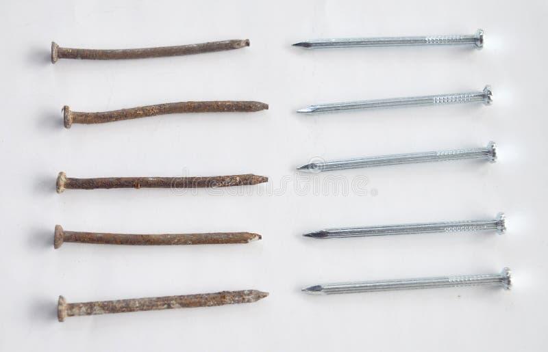 Ржавые ногти против новых ногтей стоковое фото rf