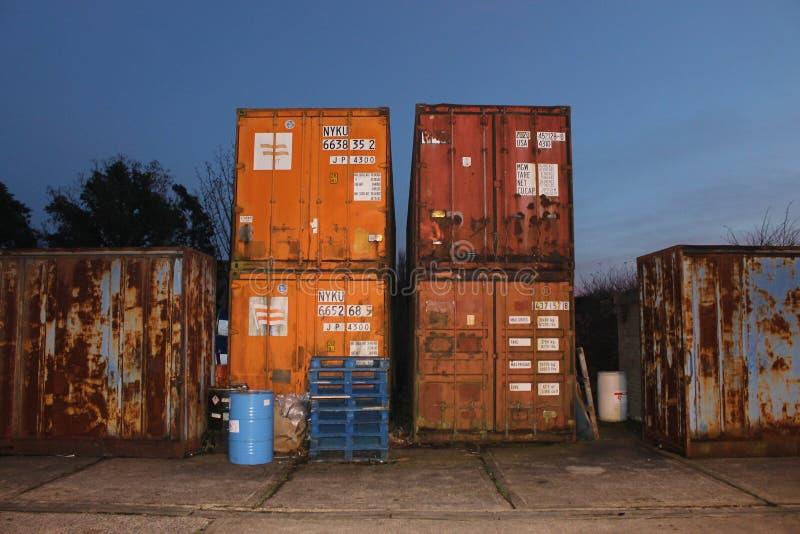 Ржавые промышленные контейнеры стоковое изображение rf
