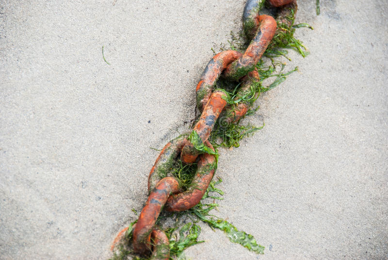 Ржавые цепи стоковое фото