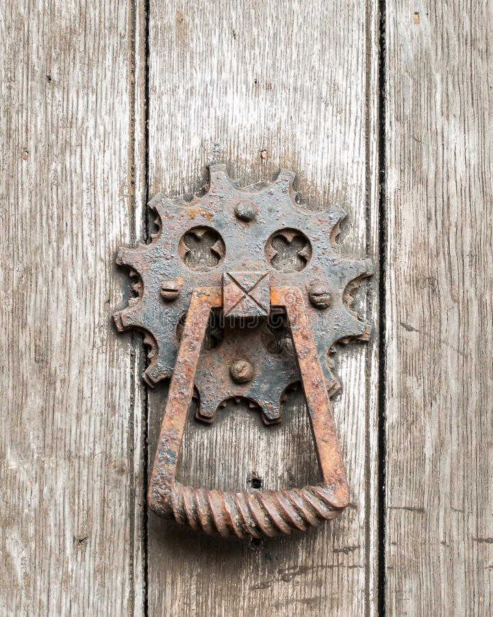 Ржавый старый стук двери стоковое фото rf