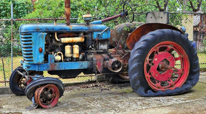 Ржавый старый трактор стоковое фото rf