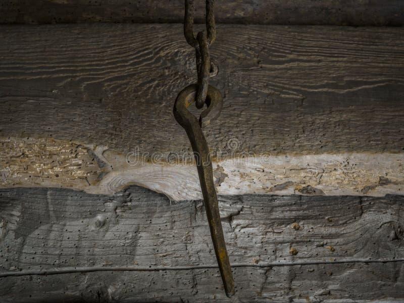 Ржавый шип в цепи стоковая фотография rf