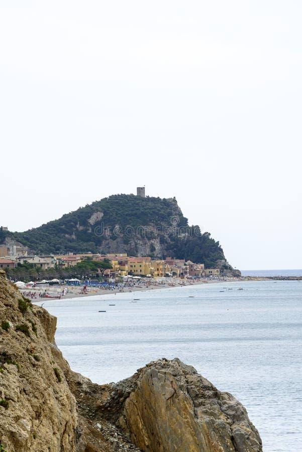 Download Ривьера Ligure стоковое фото. изображение насчитывающей горизонт - 37926938