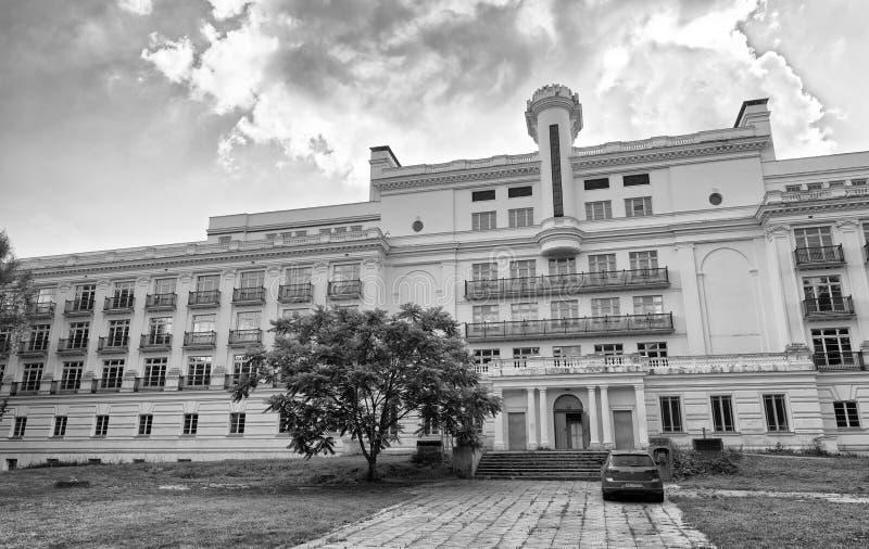 РИГА, ЛАТВИЯ - 12-ОЕ ИЮЛЯ 2017: Tukuma Iela строя внешний взгляд стоковое изображение
