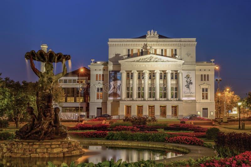 РИГА, ЛАТВИЯ - сентябрь 2017: Латышский национальный театр оперы и балета стоковые фотографии rf