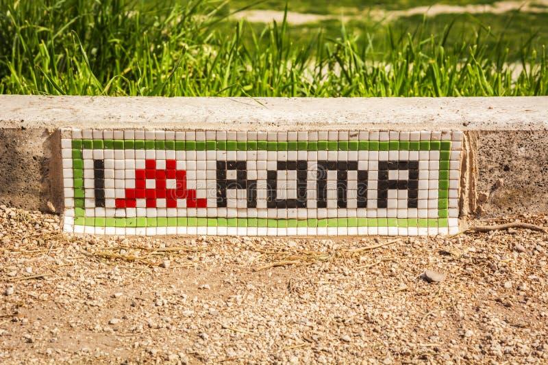` Рима влюбленности ` i написанное с мозаикой на шаге около максимального цирка в Риме стоковые изображения
