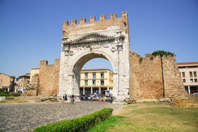 Римини, Италия - 21-ое июня 2017: триумфальный свод Augustus внутри стоковые фотографии rf