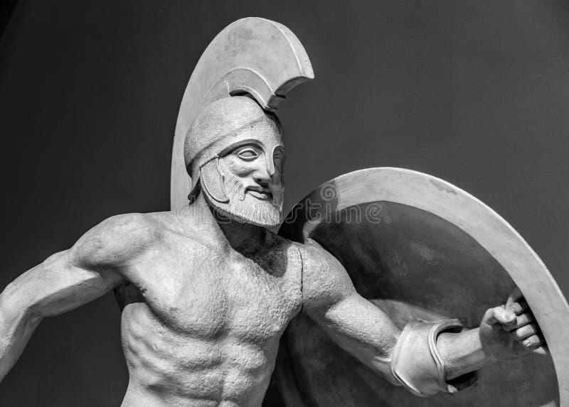 Римская статуя ратника в шлеме стоковые изображения