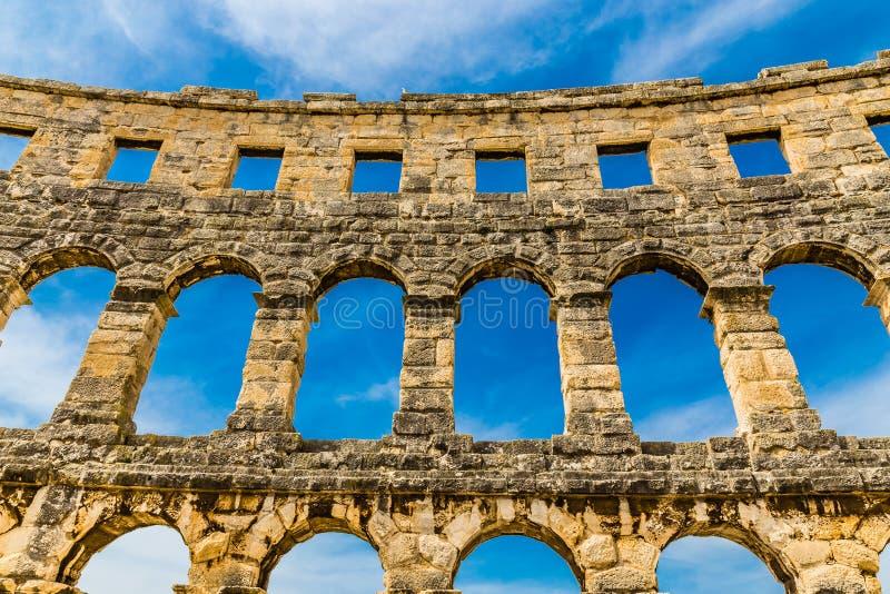 Римские Арен-пулы пул амфитеатра, Istria, Хорватия стоковые фотографии rf