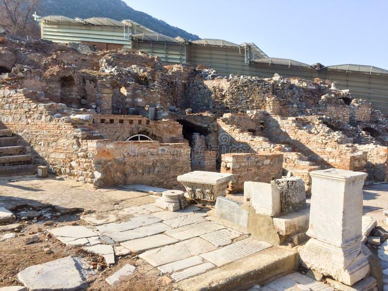 Римские каменные штендеры и террасные руины hosues на дороге встают на сторону в ep стоковое изображение rf