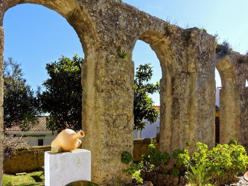 Римские мост-водовод и сад стоковое фото rf