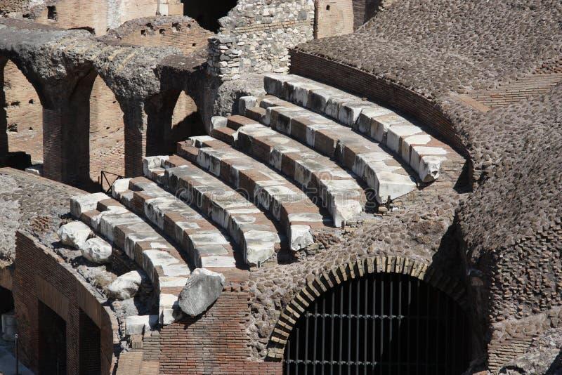 Римские посадочные места Colosseum внутренние стоковые фотографии rf