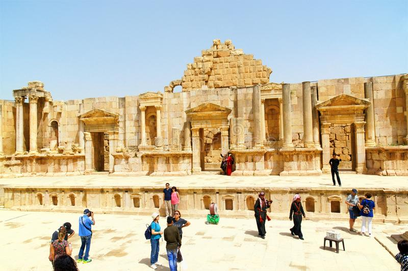Римские руины северного театра в Иераше, Иордания стоковое изображение